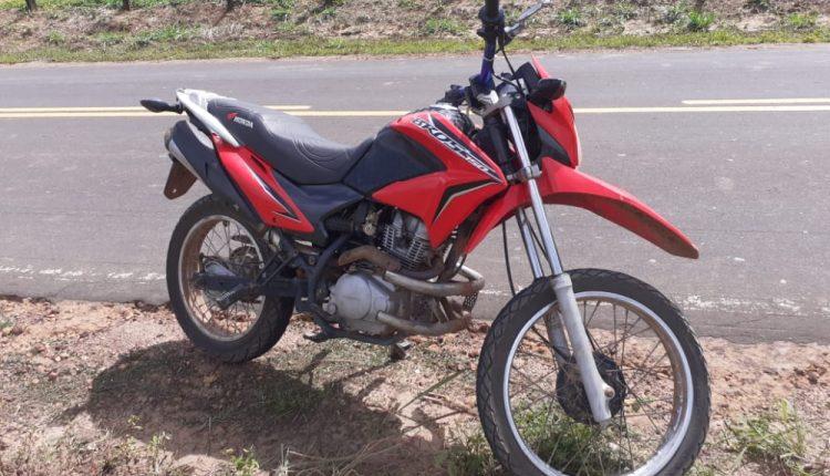 Policiais do 5⁰BPM prendem homem que trafegava em motocicleta roubada